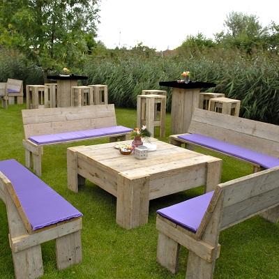 07.030 Steigerhouten loungeset 4x bank 1x tafel (120x120x35 cm)